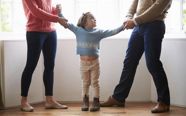 Geralmente, a guarda dos filhos é uma questão que costuma causar divergências entre as partes. Atualmente, a guarda compartilhada entre pai e mãe é uma tendência