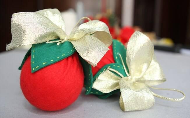 decoracao arvore de natal passo a passo:Passo a passo para fazer uma bola de Natal para a árvore