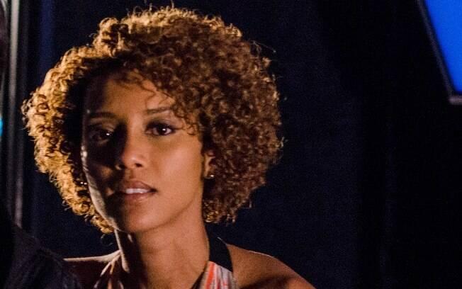 Taís Araújo é a batalhadora Veronica Monteiro, viveu uma jornalista que se viu obrigada a abandonar os estudos para criar o filho em