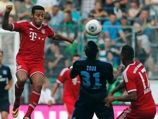Thiago Alcântara (esq.) deixou o Barcelona para reforçar o Bayern de Guardiola