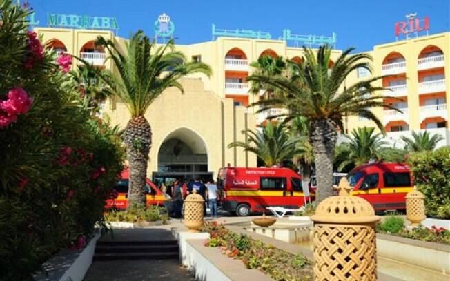 Feridos foram socorridos perto dos hotéis em que ocorreram o ataque. Foto: AP