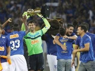 Zagueiro festejou bastante a conquista ao lado dos seus colegas de equipe