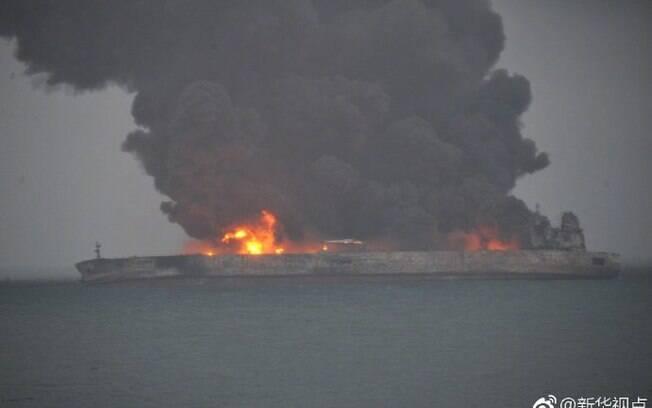 Navio petroleiro de 274 metros de comprimento levava 136 mil toneladas de petróleo do Irã para a Coréia do Sul