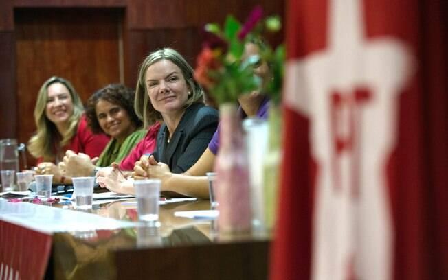 Senadora Gleisi Hoffmann (PT-PR) é presidente nacional do Partido dos Trabalhadores