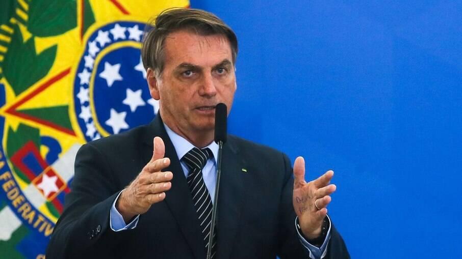 Bolsonaro afirmou que irá investigar interesses de outros países em forçar Brasil a importar óleo diesel