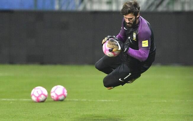 Titular da defesa menos vazada do Campeonato Italiano e da seleção brasileira, Alisson interessa ao Liverpool