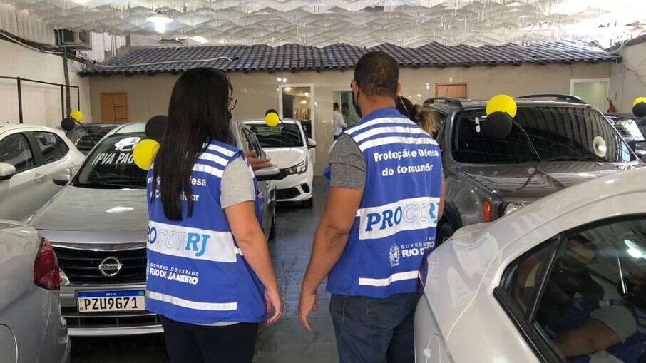 Polícia Civil e Procon-RJ realizam operação e 09 agências de veículos são autuadas