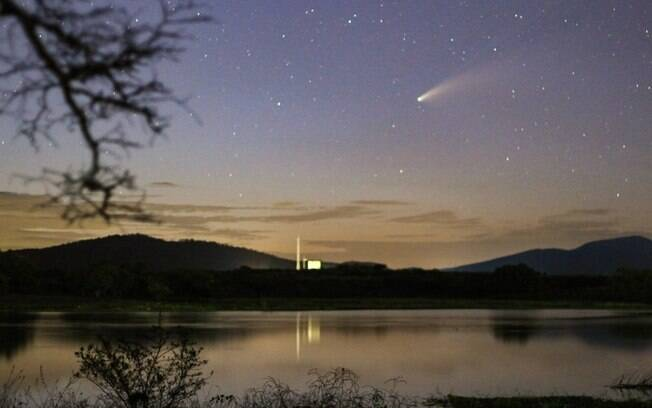Cometa Neowise registrado pelo astrônomo amador Paulo Régis enquanto cruzava o céu do Ceará