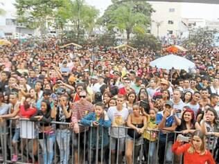 Concentração para a festa aconteceu na praça Márcia Martinelli (Senai), no centro</MC><MC> do município