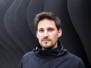 Tom Price é famoso por ousar em suas criações e trabalhar com materiais inusitados