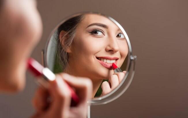 Saber escolher os produtos certos para o seu tipo de pele é um dos truques de maquiagem mais certeiros para a fixação