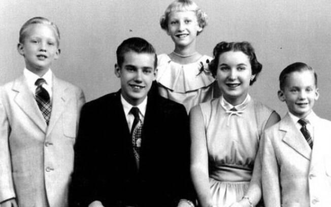 Família de Donald Trump (à esquerda): relação da família pode explicar um pouco o comportamento do agora presidente