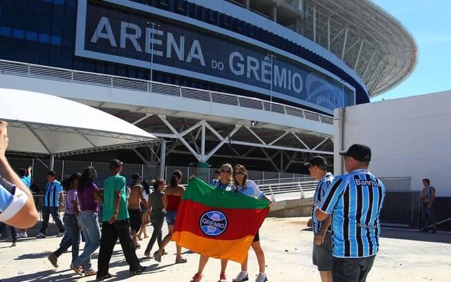 Torcedores chegam para festa de inauguração da Arena do Grêmio. Foto  Gazeta  Press eb65b3ef88d1b