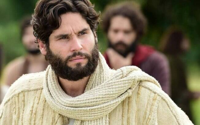 Dudu Azevedo interpreta Jesus
