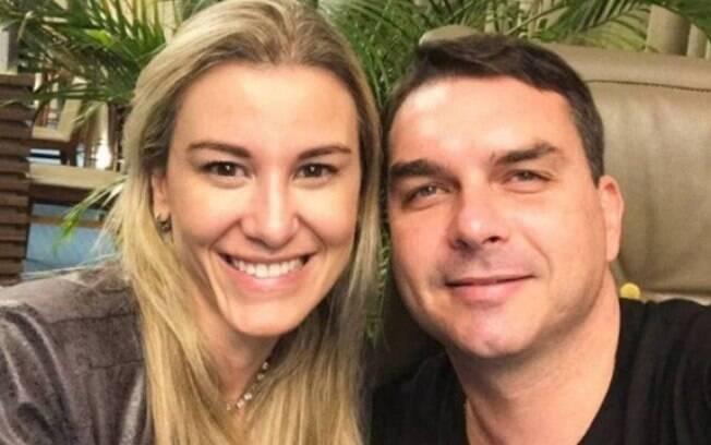 Fernanda e Flávio Bolsonaro: casal foi denunciado pelo Ministério Público