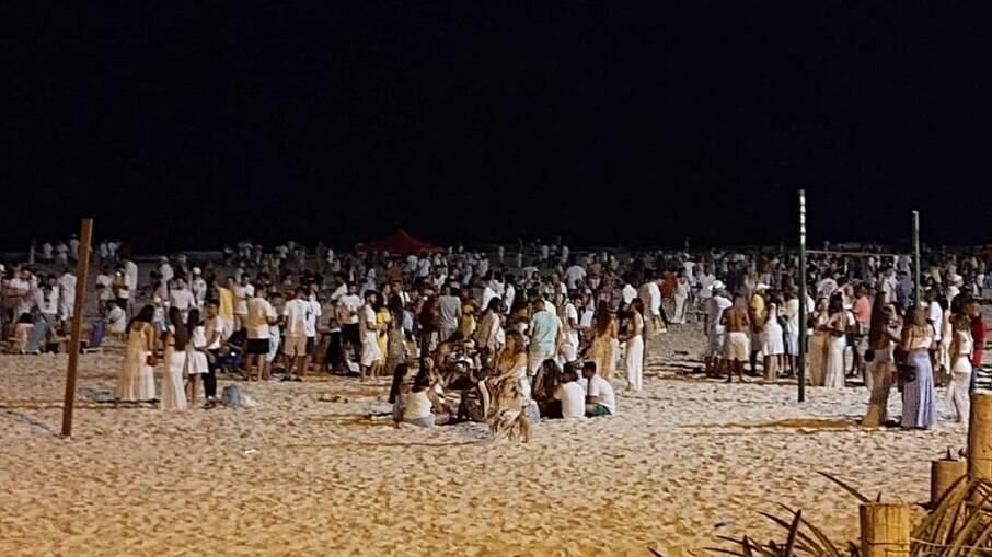 Aglomeração na Praia do Pepê, na Barra da tijuca, Rio de Janeiro