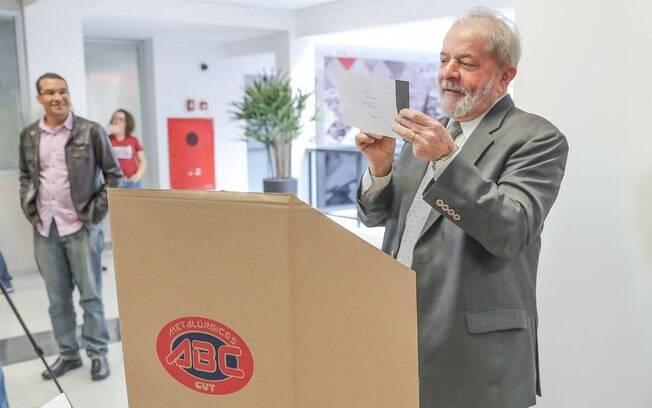 Segundo pesquisa Vox Populi/CUT, ex-presidente Lula venceria eleição em todos os cenários simulados