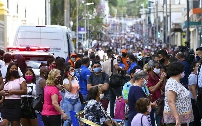 Rua 13 de maio ficou lotada após reabertura do comércio