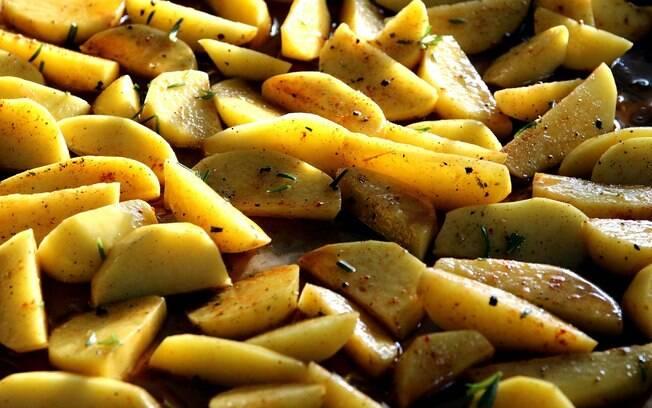 Você pode cozinhar as batatas nos últimos 30 minutos de cozimento da rabada