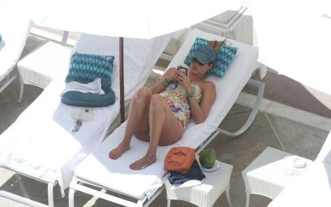Luana Piovani: relax na piscina do Copa