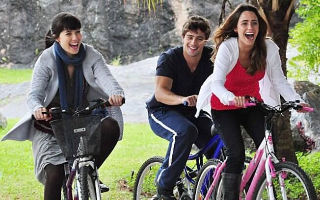 Manu, Rodrigo e Ana: triângulo amoroso em família