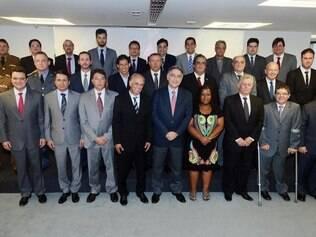 Comando. Fernando Pimentel posou para a foto oficial com todo o secretariado após primeira reunião do grupo para definir as primeiras ações do novo governo no Estado