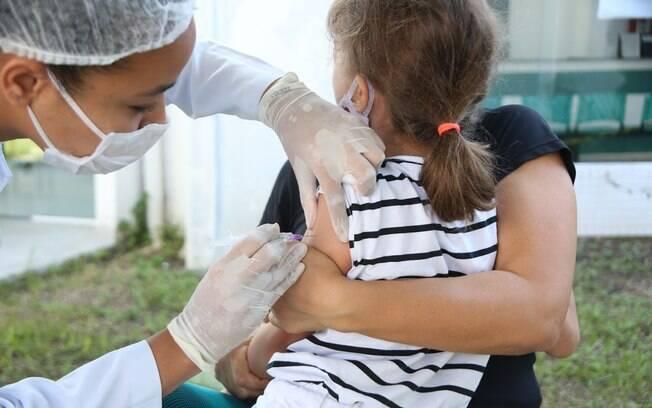 Pessoas com febre devem adiar o dia da aplicação