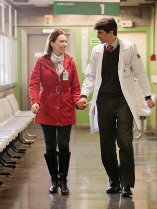 Rachel e Guilherme entre uma cirurgia e outra começaram a namorar nos corredores do Hospital das Clínicas