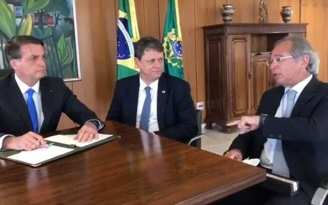Bolsonaro defendeu união do governo e publicou foto com Tarcísio Gomes de Freitas (Infraestrutura) e Paulo Guedes (Economia