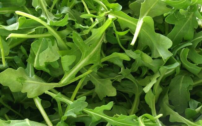 A rúcula é uma ótima fonte de quercetina e carotenoides, poderosos antioxidantes e anticancerígenos. Foto: Getty Images