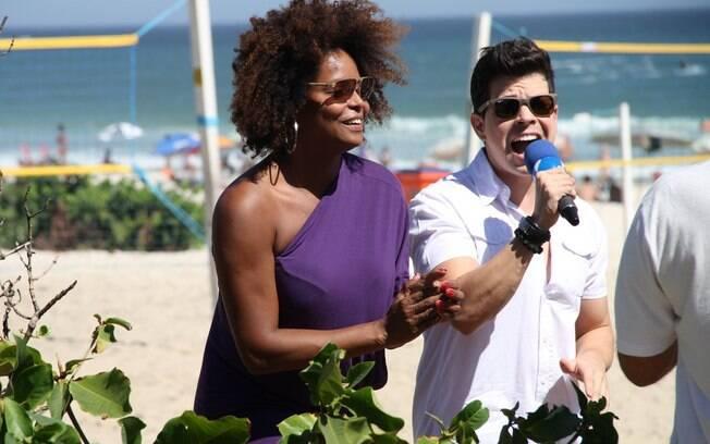 Adriana Bombom grava com Raffael Machado, ex-namorado de Andressa Urach