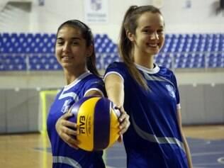 Laís e Karol esperam fazer o melhor pela seleção juvenil nos EUA