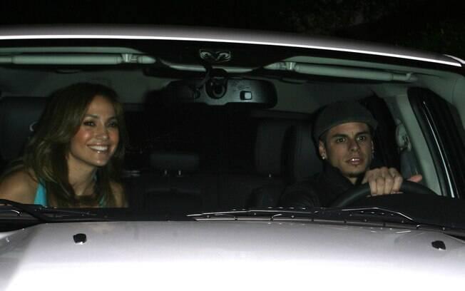 Jennifer Lopez presenteou o namorado Casper Smart com uma caminhote modelo Dodge RAM no valor de R$ 150 mil