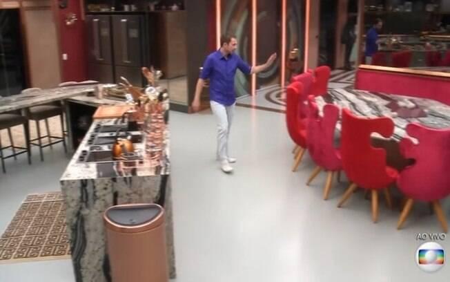 A cozinha também traz itens elegantes e sofisticados para a casa do Big Brother Brasil