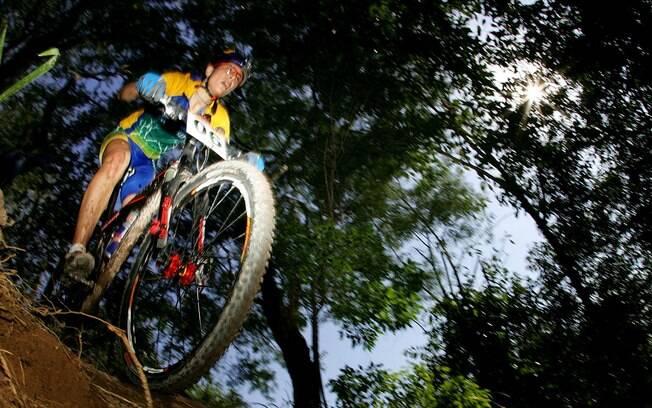 Jaqueline tem experiência em Olimpíadas. Ela  foi aos Jogos de Verão de Atenas e Pequim para  disputar o mountain bike