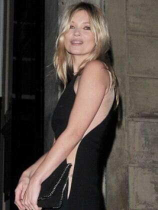 Kate Moss chegando à festa de Stella McCartney nesse sábado (18)