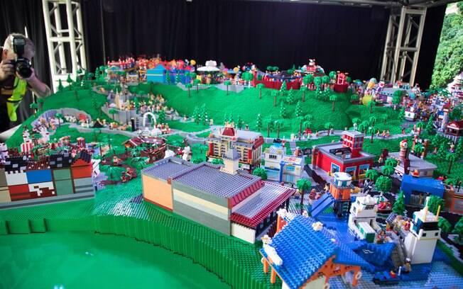 A maquete acima serve como maquete do parque de diversão da LEGO que será inaugurado em Nova York