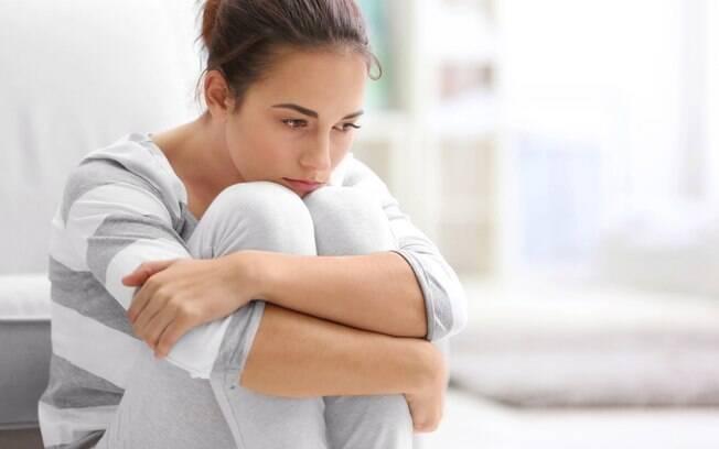 Mulher engravidou para agradar a mãe, mas se arrependeu do filho filho e pensa em colocá-lo para adoção