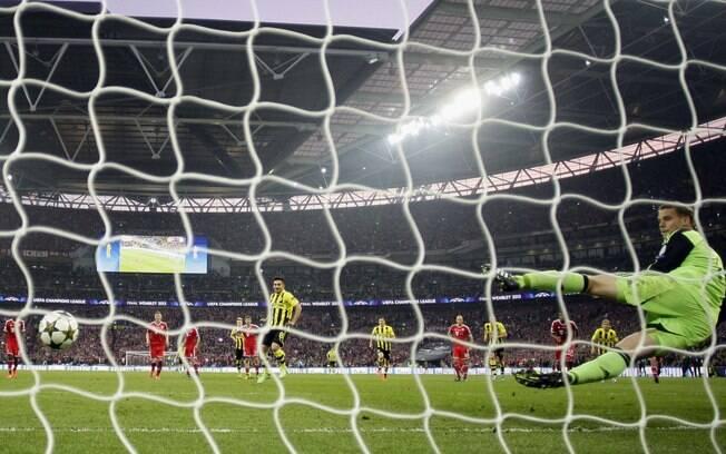 Gündogan marcou para o Borussia em cobrança  de pênalti