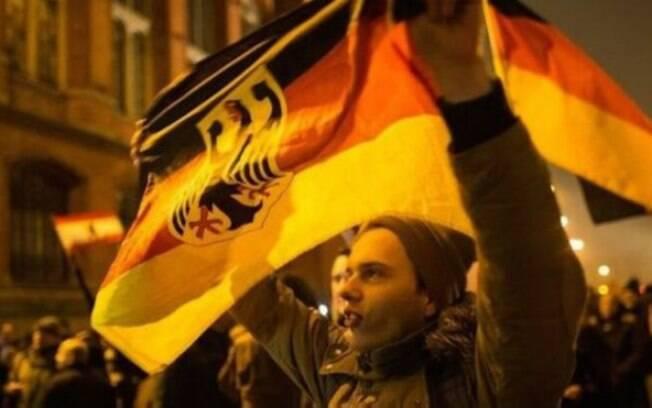 Apoiadores do Pegida protestam contra 'Islamização' da Europa