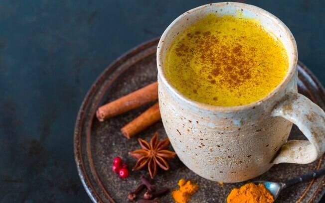 Leite dourado é uma receita da medicina ayurvédica e ajuda a melhorar a saúde e também a emagrecer
