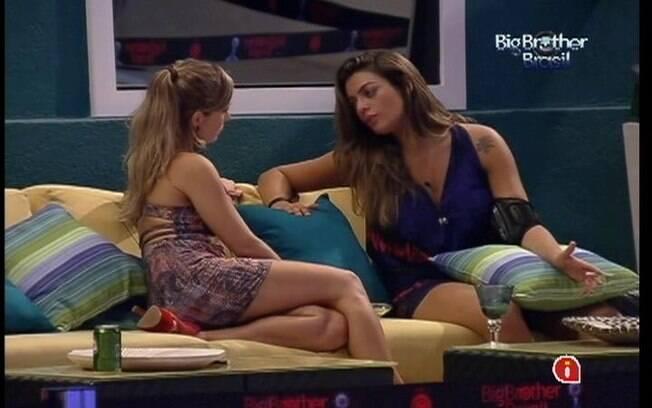 Renata e Monique cogitam a possibilidade de Jonas ser homossexual
