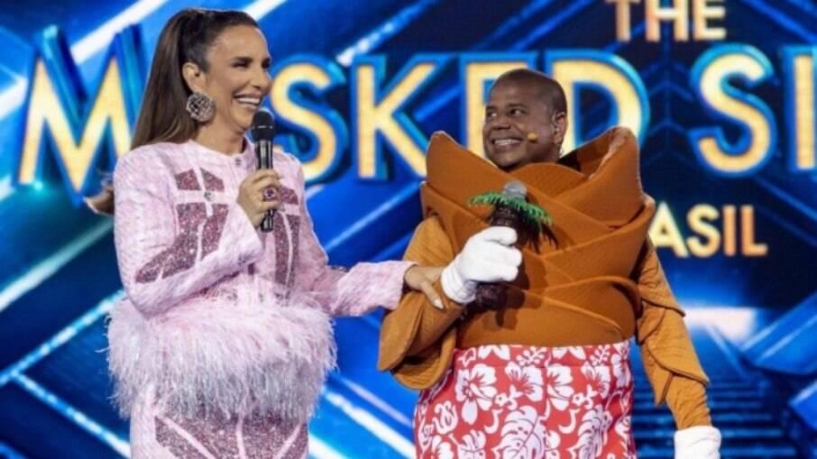 Ivete Sangalo e Marcelinho Carioca, um dos participantes da primeira temporada do 'The Masked Singer'
