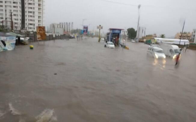 Inundações durante o fim de semana deixaram ao menos três mortos no oeste da Índia