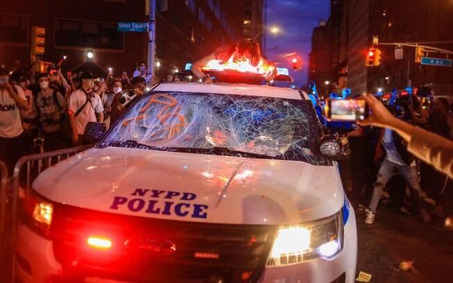 Prefeito de Nova York está conversando com autoridades policiais sobre possível toque de recolher