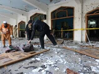 Grupo ligado a Al-Qaeda realiza ataque a mesquita e mata 20 pessoas
