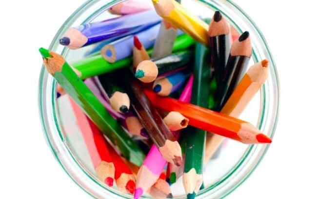 A mesma ideia pode ser usada para organizar lápis de cor e giz de cera no quarto das crianças