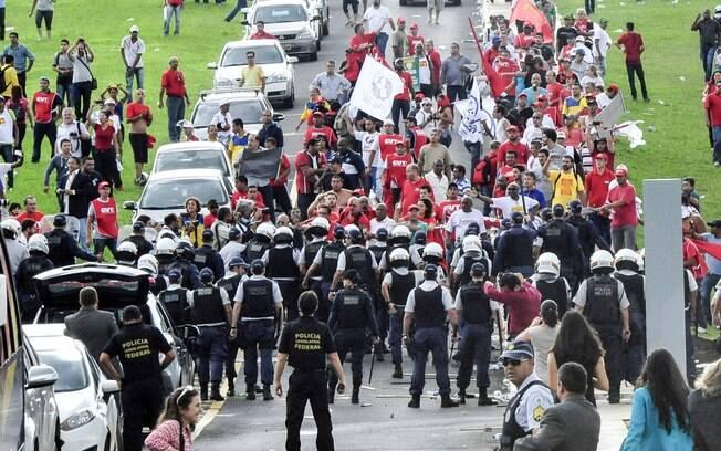 Brasil- CUT e Centrais Sindicais manifestam no gramado do Congresso. Foto: Luis Macedo/ Câmara dos Deputados/Fotos Públicas