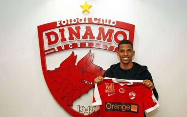 Rivaldinho assinou com o Dinamo Bucareste até junho de 2020