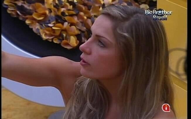 Renata diz que quer ver João Maurício lavando o banheiro